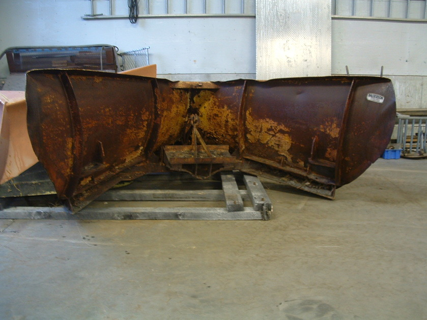 http://www.badgoat.net/Old Snow Plow Equipment/Plow Equipment/Snow Plow Manufacturers/Balderson Snow Plows/GW839H629-2.jpg